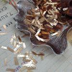 """Фантазийные плоские пайетки """"Прямоуголник с двумя отверстиями"""", Золото, 9x2,5 мм, Франция, Langlois-Martin"""