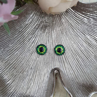 Cabochon human eyes green
