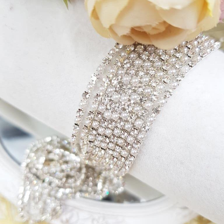 Rhinestone Cup Chain Silver Base Pearl-Crystal stone