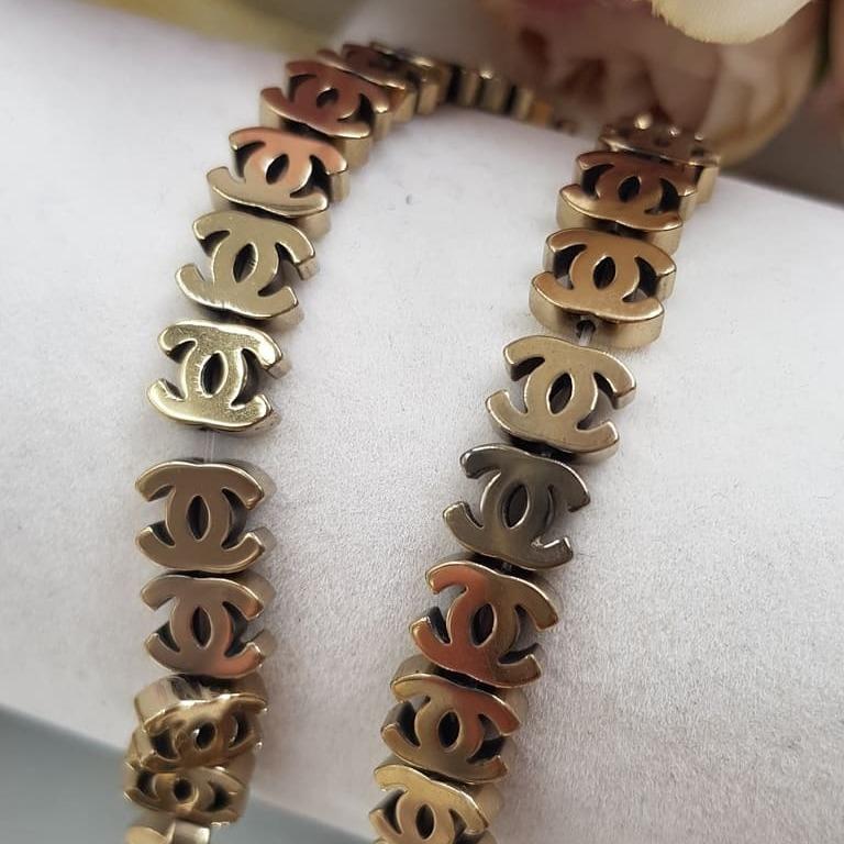 Hematite channel gold